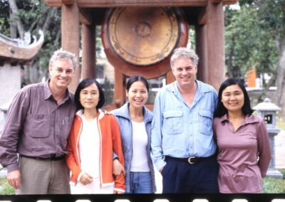 2001 Hanoi Guides - Bluyonda